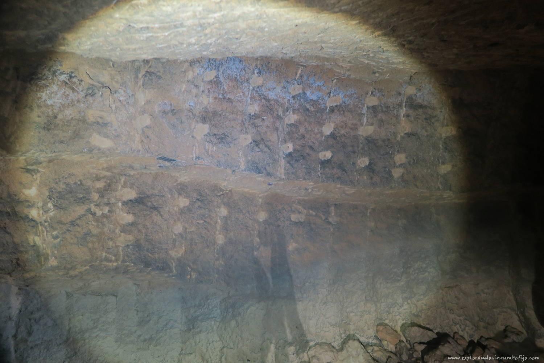 marcas piedra tosca cova tallada
