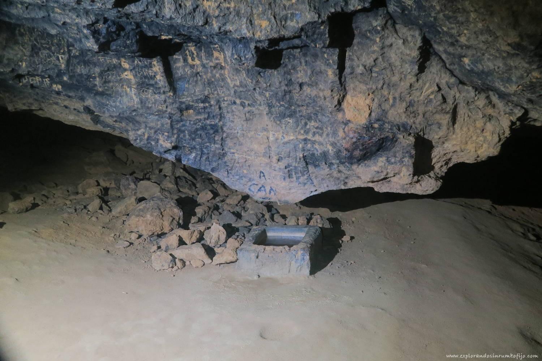 pila interior cova tallada