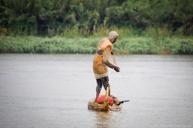 pescador barquita papiro lago tana