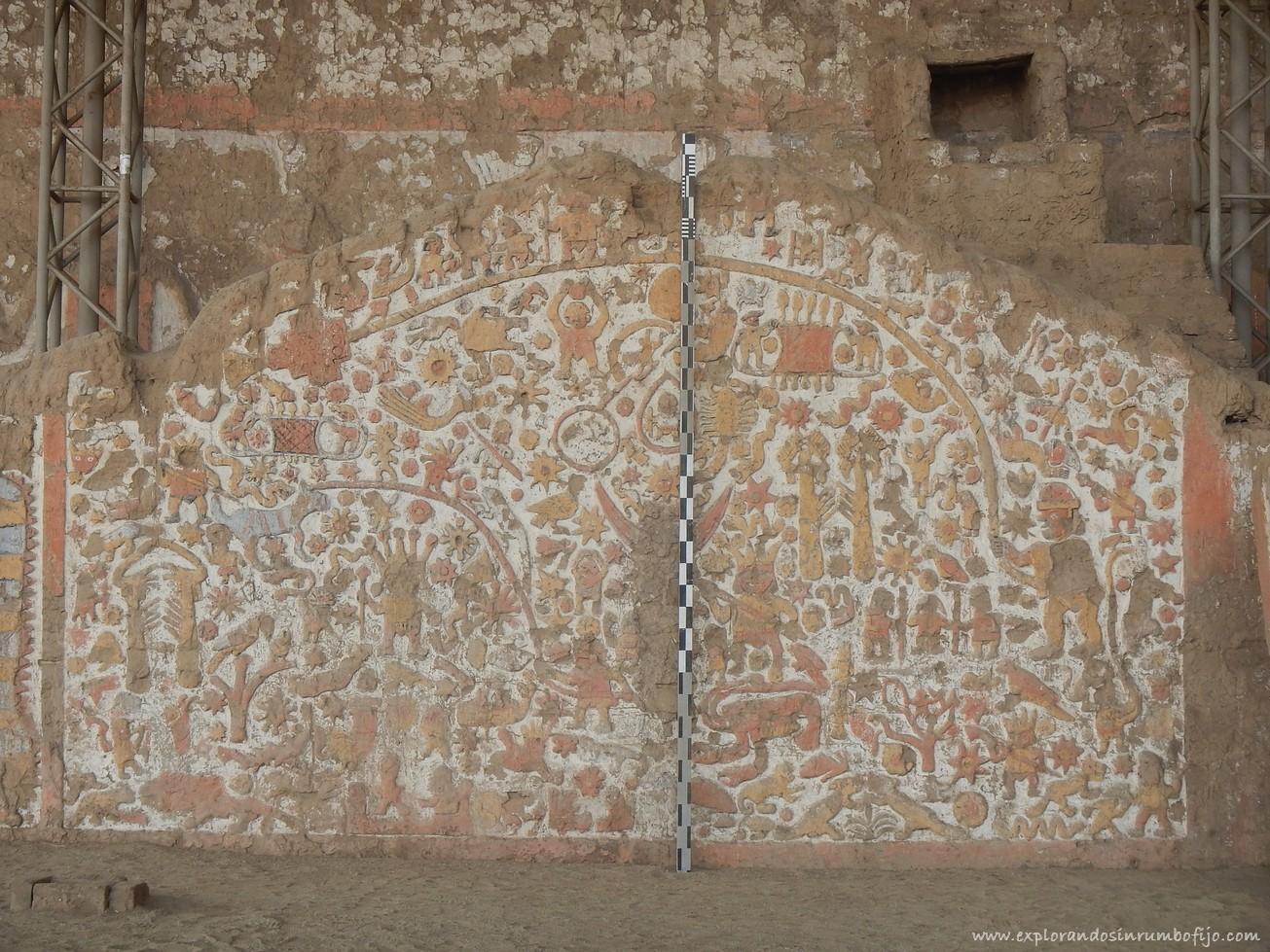 mural huaca de la Luna peru