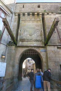 puerta entrada mont saint michel