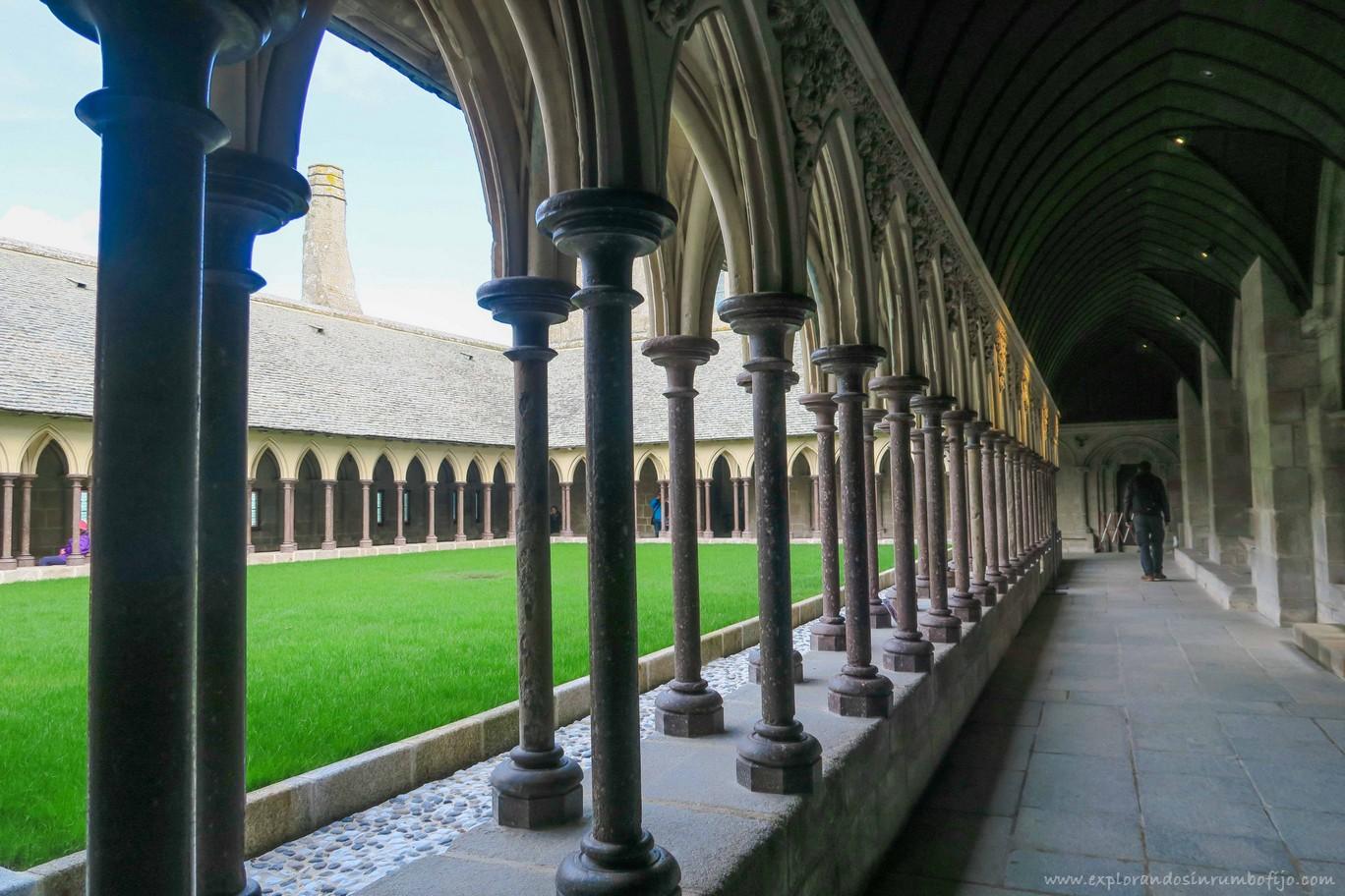 claustro abadía saint michel