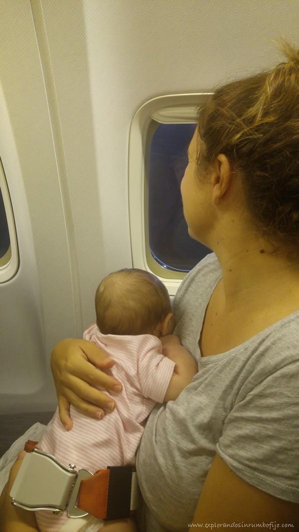 Bebe meses avión